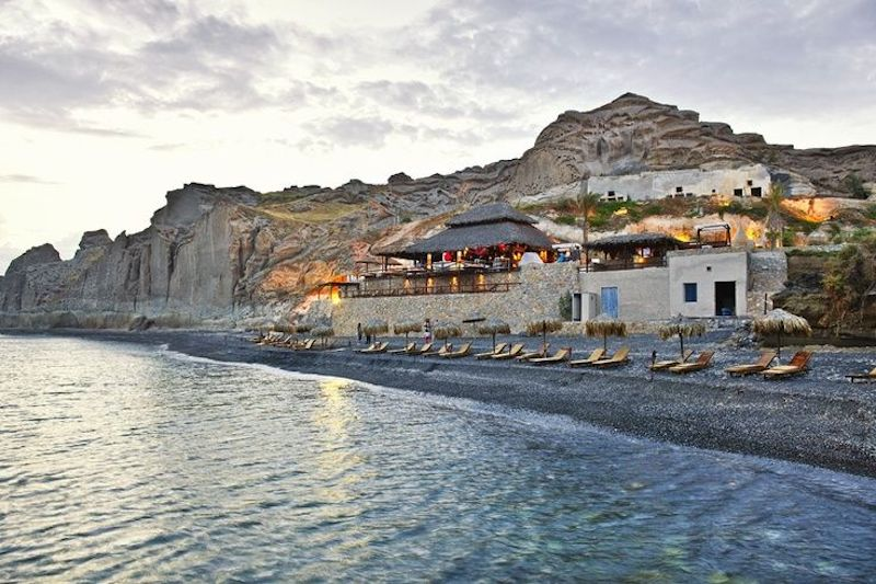 top-6-beaches-in-santorini-island/